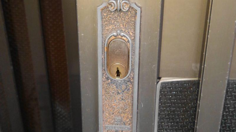 鍵が開かない…