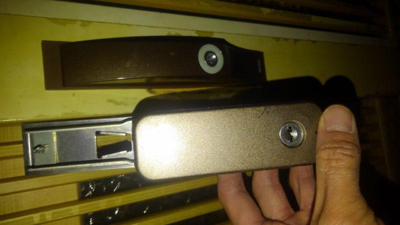 玄関引戸鍵交換(加工)