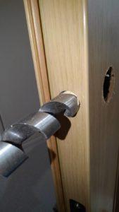 玄関ドアの鍵交換対応