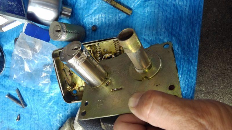 パナハイツ旧式シリンダー交換作業